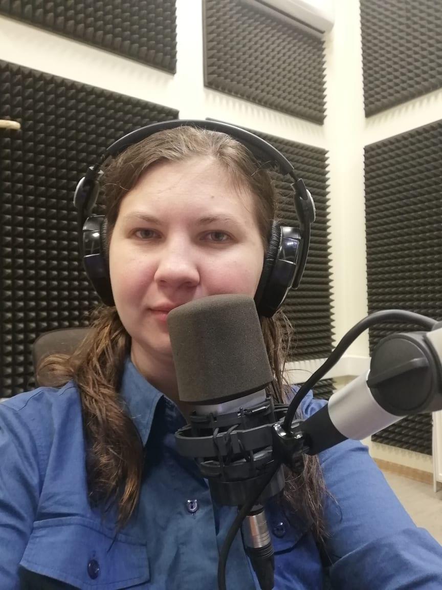 Anna Medne volunteers for a radio station